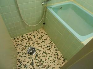 部屋備え付けのお風呂。昭和でしょ!